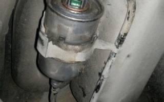 Где расположен топливный фильтр на рено логан?