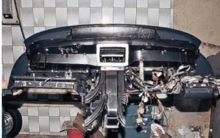 Как поменять бардачок на ВАЗ 2110?
