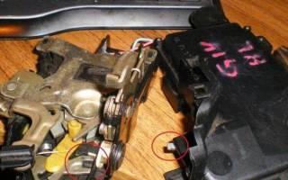 Как снять обшивку водительской двери пассат б6